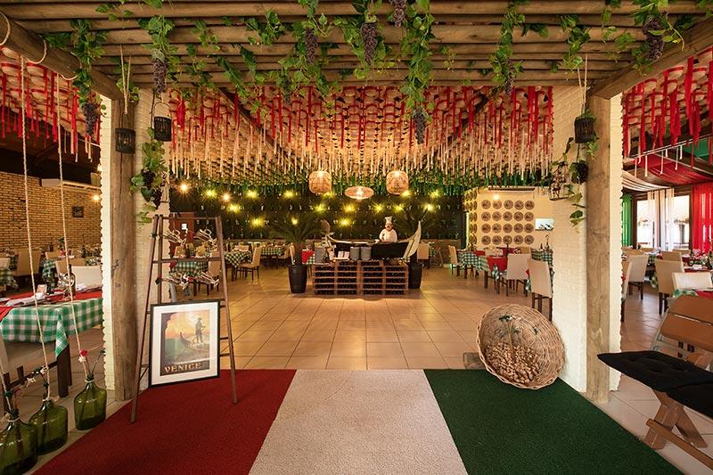 Gastronomia italiana com decorações oferecidas