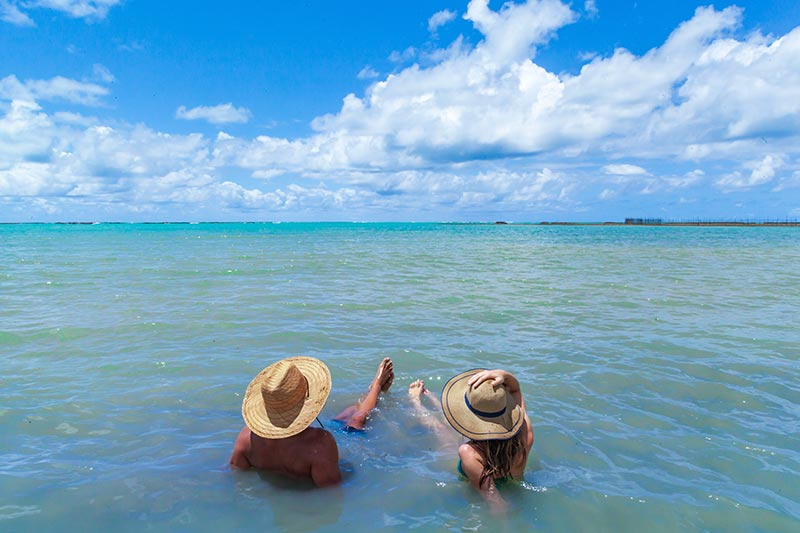 Lazer casal no mar