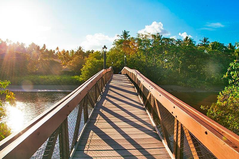 Ponte que corta o Rio Maragogi espaço ideial para esportes aquáticos como stand-up