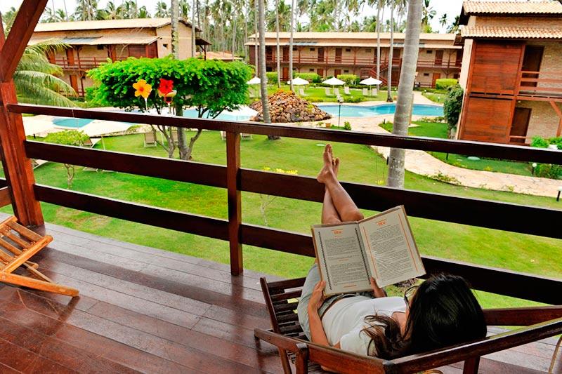 Varanda descanso das acomodações para desfrutar de uma boa leitura
