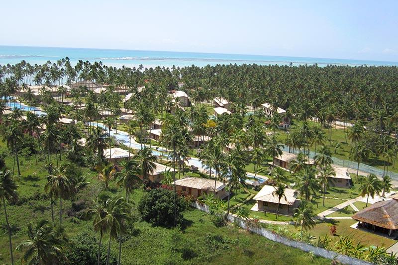 Vista aérea geral resort frente mar
